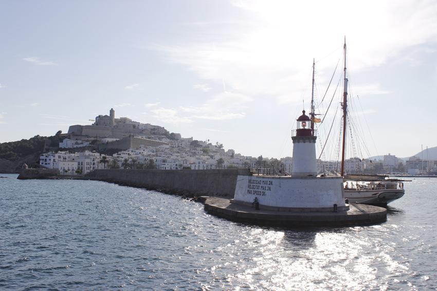 Saliad del puerto de Ibiza con destino Formentera