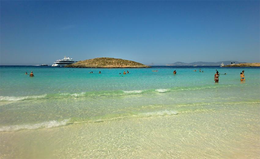Playa de Illetes, de agua cristalina