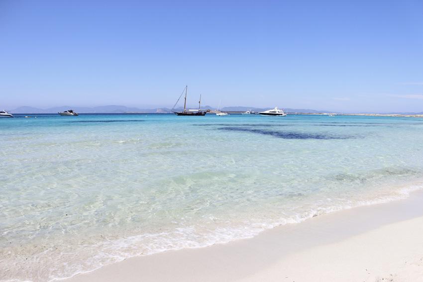El agua azul y transparente de Formentera